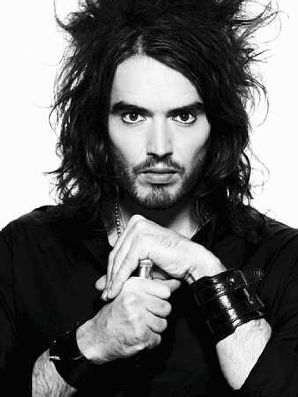 Who got engaged to Russell Brand in late 2009?