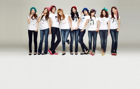 Which girl group is different company with SNSD but they are like sister.