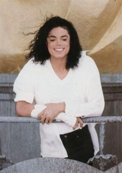 Michael's inspiration to create 'Black atau White' video was ?