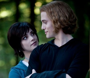 ECLIPSE MOVIE: During the battle scene, Jasper protect Alice from a newborn. What part of his body, Jasper takes?