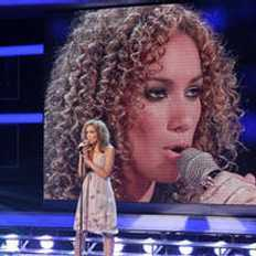 What año did she win The X Factor?