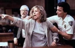 True atau False: Barbra sang in the movie 'Nuts'
