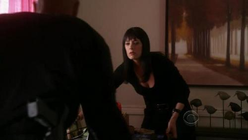 In 5x22 The Internet is Forever morgan asks Prentiss to help him Bewegen the computer table, why:
