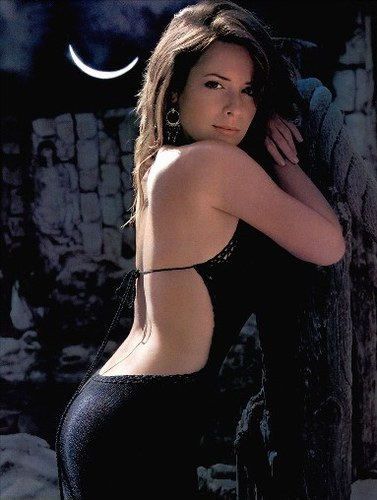 holly marie combs (elle montgomery) born in ?