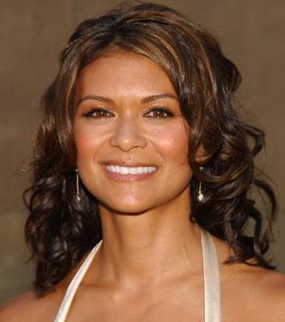 where is nia peeples (mrs. fields) born in ?