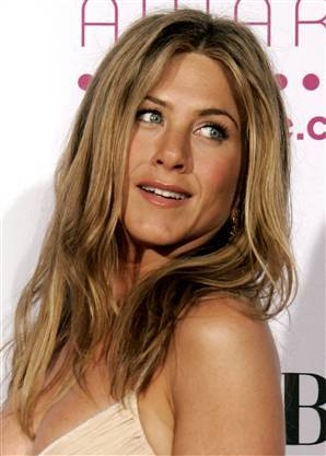 What type of surgery did Jennifer Aniston have in 1994 and 2007?