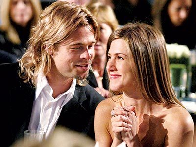 At what concert did Jennifer and Brad Pitt make their relationship known?