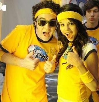 fb32a643d354 Fanpop - 31ilikeallstars s Photo  Kevin Jonas And Selena Gomez ...