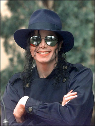 Esmiralda14, beautiful of toi to write these words :) I totally agree with you. 100 !! MJ was amazing. His great cœur, coeur made his other flaws insignificant