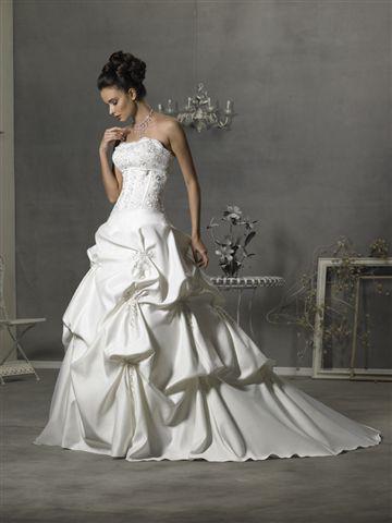 18b965b9313 what do you think bella s wedding dress looks like  - Twilight ...