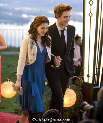 i say it's blue.here are the reasons why. 1.Alice کہا that edward likes blue on bella.And 2.edward کہا that bella looks better with blue 3.and that's why bella wore blue to the prom in twilight. 4.bella also wore blue in her graduation.