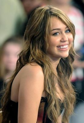 luv her so much!!she's my most faves singer,actress,n my rolemodel!!luv all of her shows n her appearances in any show!!MILEY Roxx!