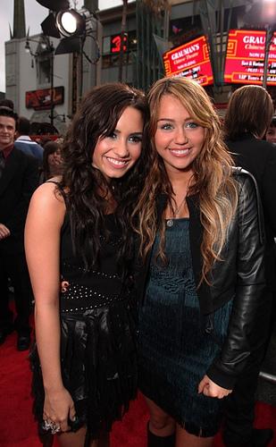 Miley,Selly n Demi!!all of them roxx!