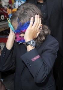 yeah i'd wear a mask like him. i'd wear dis one dat he's wearing.