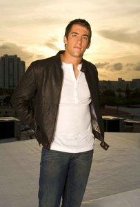 Jonathan Togo. Since I saw him for 1st time working with Sean Penn in Mystic River I crushed on him, one 年 later I was watching the 3rd episode of CSI:科学捜査班 Miami's 3rd Season and I saw him, that magical episode called Under The Influence where Jon was introduced as the misterious Ryan Wolfe. I 愛 あなた Jon. Lady_Togo.