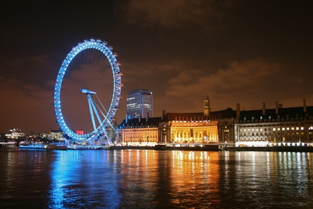 Here in Londra its a clear night and 13°C,A bit cold , But Really Nice with all the stars out , Perfect actually.