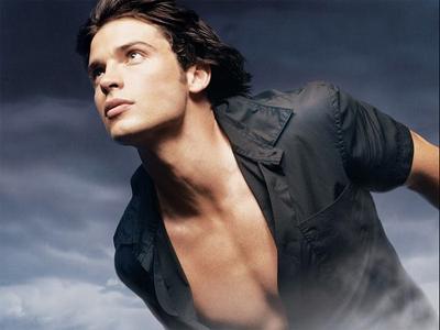 Smallville of course♥ And the reruns of stella, star Trek the original series♥