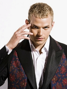 Do あなた like Kellan または do あなた think there´s another guy who could play Emmett´s character better??