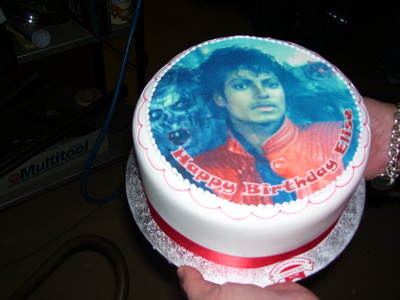 I know this answer is a bit late but my birthday is on the same दिन as Michael's so I themed my party as 'thriller' - we all dressed up from the संगीत video, did the dance, listened to ONLY michael jackson songs, sang happy birthday to him, watched moonwalker and a concert, and even had a cake with a pic of Michael Jackson on it :) - I am so glad that I get to share a birthday with such an amazing person :)