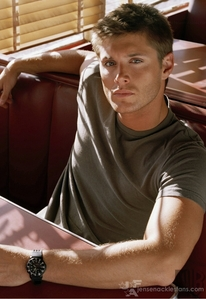 OMG! There are so many! But one of them that I think is the all time cutest is Jensen Ackles from the Zeigen Supernatural http://www.fanpop.com/spots/dean-winchester http://www.fanpop.com/spots/supernatural http://www.fanpop.com/spots/jensen-ackles