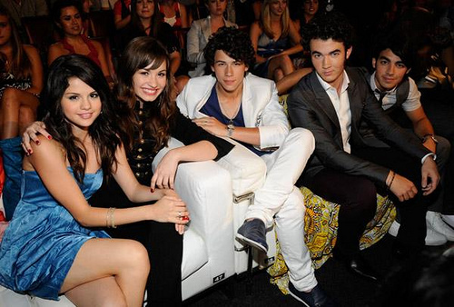 selena gomez and demi lovato and miley cyrus and jonas brothers. selena gomez!
