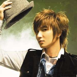 Leeteuk is planning on getting married next year and is currently looking for a girl to marry.