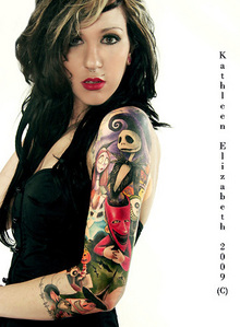 omg! that is the coolest thing ive ever seen. i Cinta looking at other peoples tattoos. there was one