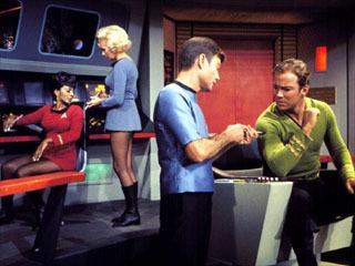 Hi fanpoppers! I think we can do a danh sách giving a reason why we tình yêu ngôi sao Trek. The danh sách goes lik