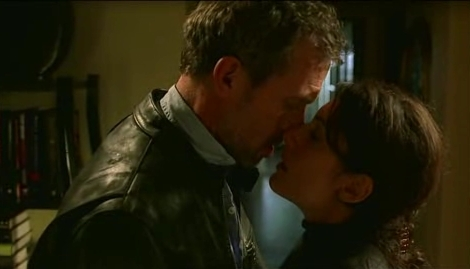 1 SEC OF HUDDY KISS