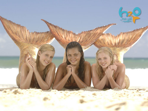 H2o: Emma and Cleo wallpaper entitled 3 girls as mermaids