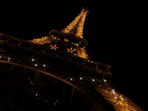 Eiffel Tower 由 Night, Paris, France