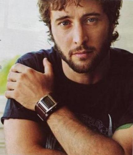 Alex O' Loughlin