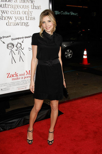 Sarah Chalke 壁紙 titled At the premiere of Zack and Miri Make a Porno