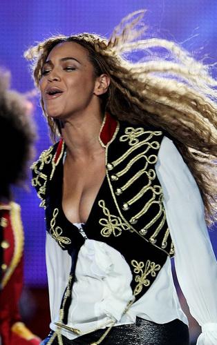 Beyoncé at the WMA's