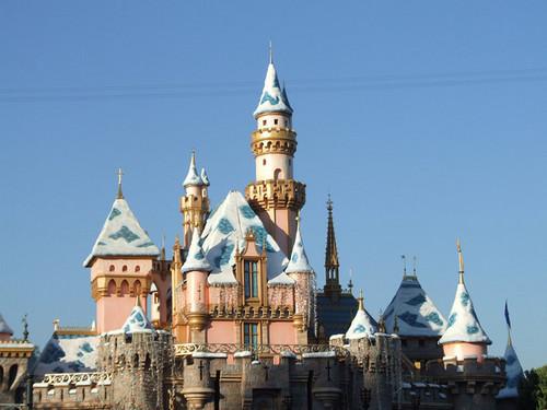 Disneyland Decorates For Xmas