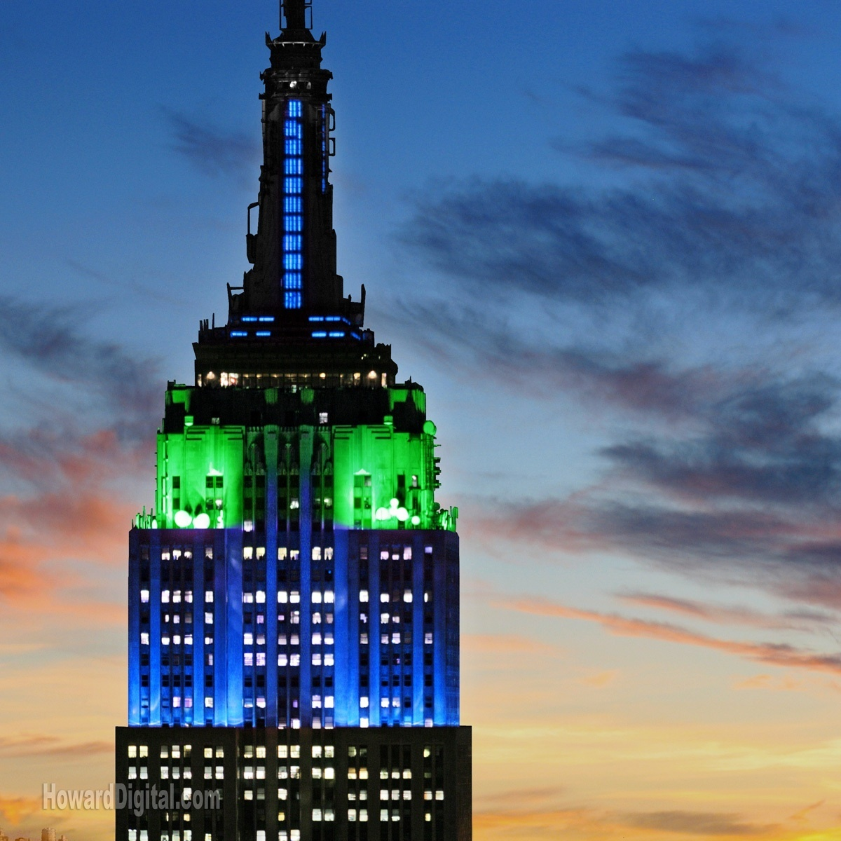 ... Photos - The Empire State Building Is On The King Kong Is Climbing The King Kong Empire State Building With Girl