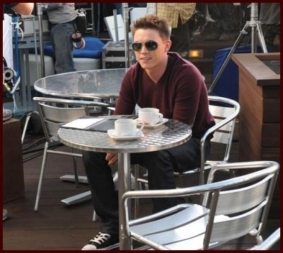 Jesse McCartney kertas dinding entitled JM @ Set of It's Over