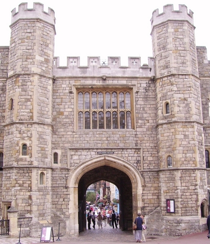 King Henry VIII Gate at Windsor castillo