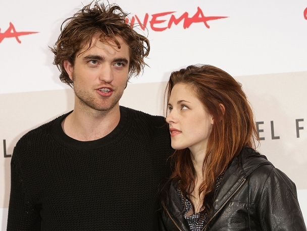 The Thread Where Red and Tink Obsess of Emo Teenage Vampire Fiction - Page 12 Kris-Rob-so-cute-twilight-series-2724615-608-458
