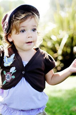 http://images2.fanpop.com/images/photos/2700000/Renesmee-Cullen-renesmee-carlie-cullen-2796163-267-400.jpg