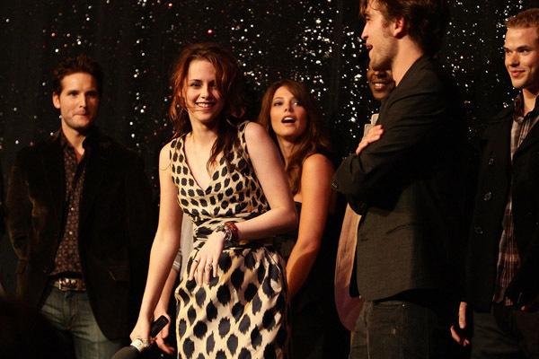 Robert/Kristen filming MTV Spoilers