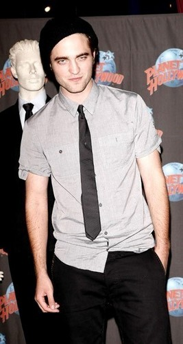 Robert Pattinson [Planet Hollywood Appearance]
