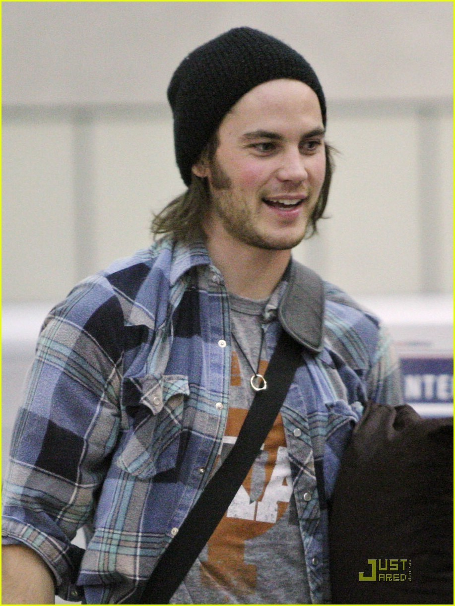 Taylor Kitsch - Gallery Photo