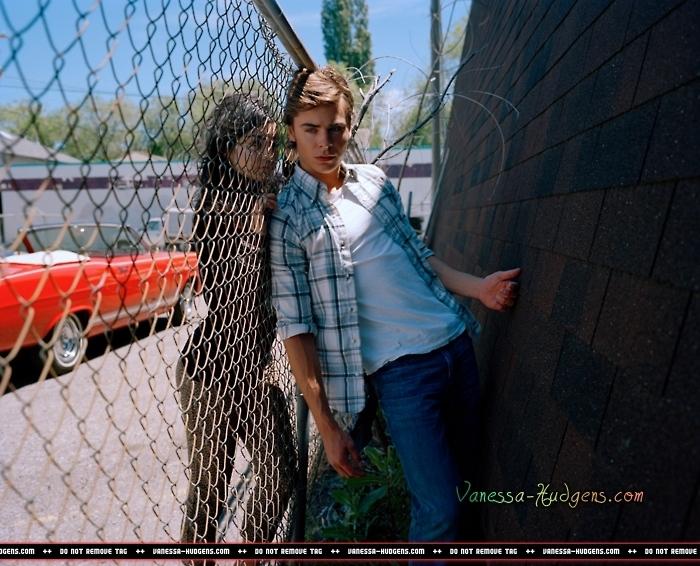 Zanessa Elle Photoshoot - Zac Efron & Vanessa Hudgens 700x566