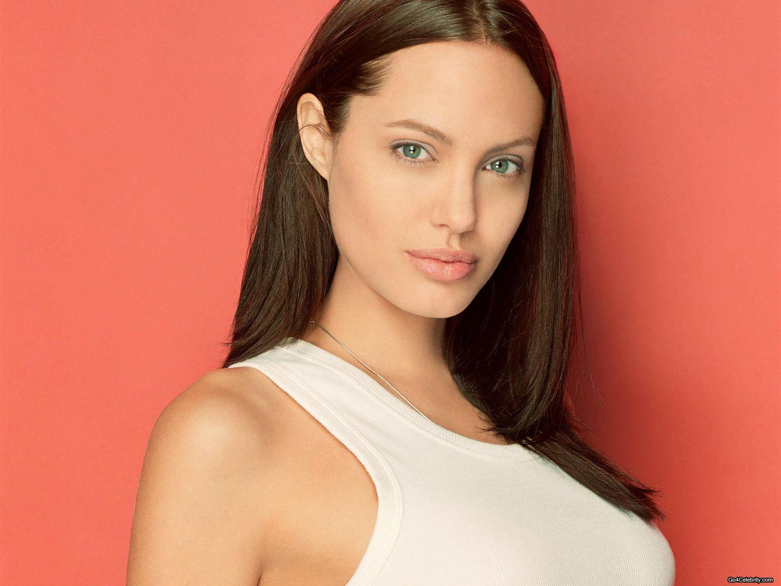 Angelina Jolie Sexy Images 89