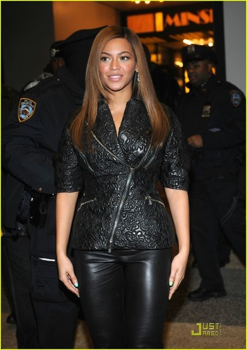 Beyonce @ the TRL Finale