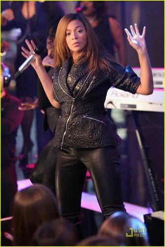 Beyoncé @ the TRL Finale