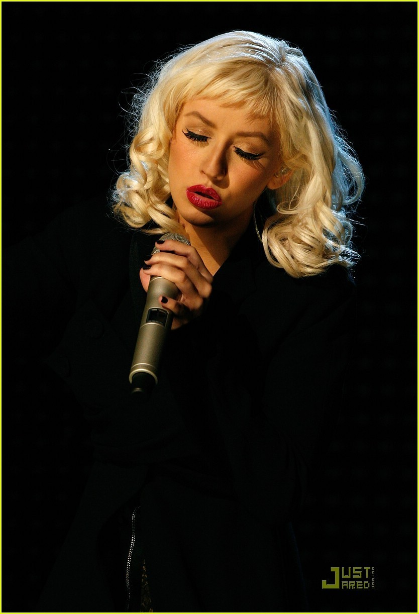 Christina Aguilera Steps Out For First Time Since