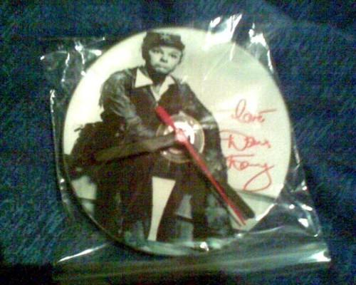 Doris দিন autographed দেওয়াল clock