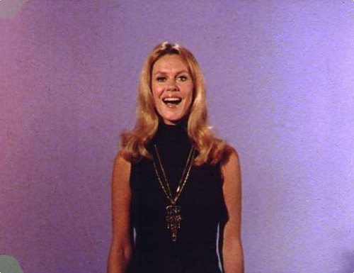 Elizabeth Doing A Promo Ad For Bewitched